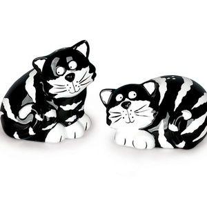 Ceramic Kitty Cat Salt and Pepper Shakers